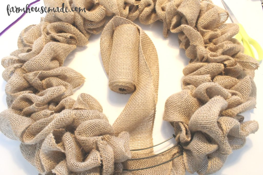 How to make a burlap wreath - this tutorial is amazing!