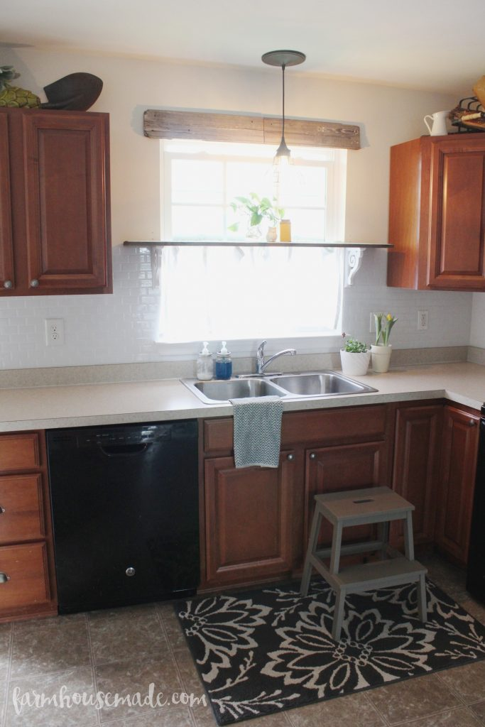How to transform a builder-grade kitchen to a rustic kitchen with simple updates!